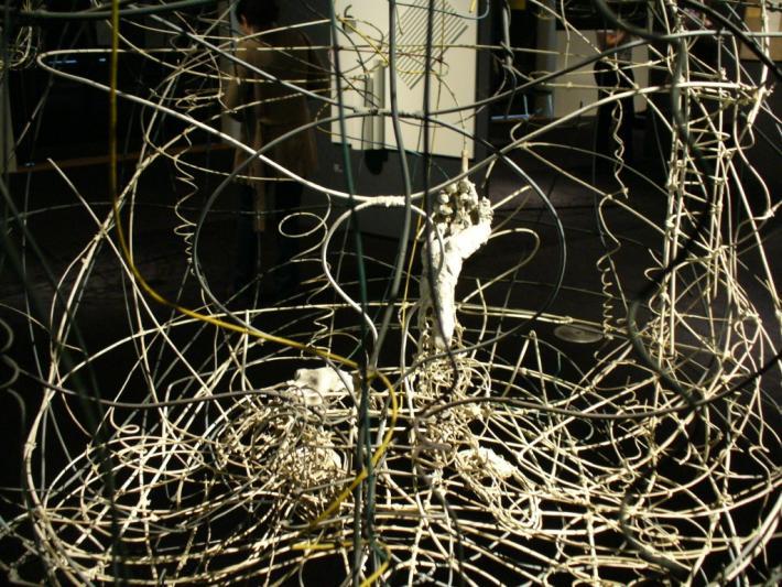 Géniovi pomocníci  aneb Karel Malich v Jízdárně Pražského hradu  | Sedím a dívám se vzhůru ze zorného úhlu