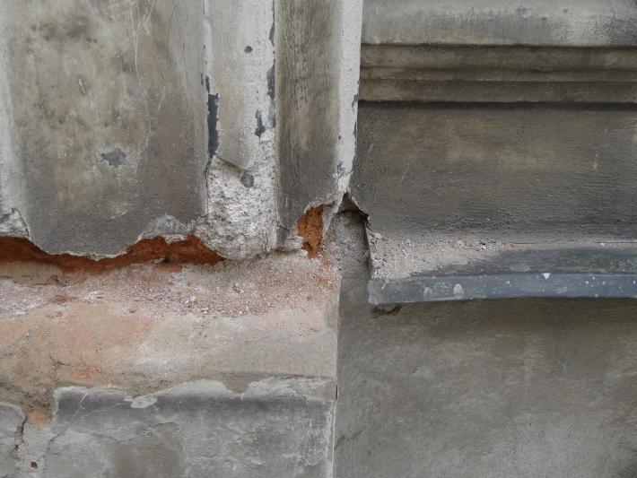 Doba bronzová  | Těžba části měděného parapetu za pomoci nůžek na plech.