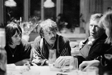 K osmdesátinám Dany Němcové   Dana Němcová, Jiří Němec, Václav Havel, 14. 1. 1996, byt v Ječné