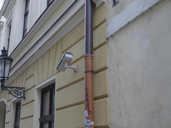Doba bronzová  | Okapový svod v kombinaci plast a měď. Bezpečnostní systém Made in Czech Republic.