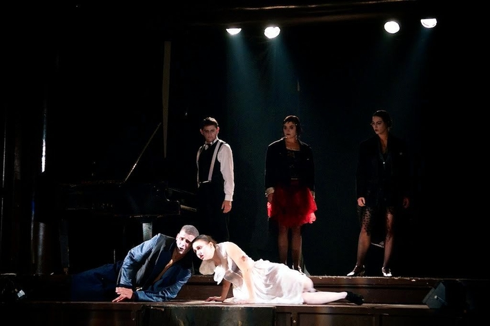 OTÁZKA / Jaroslava Šiktancová | BodyVoiceBand, B. Brecht, Bubny v noci, foto Tomáš Svoboda