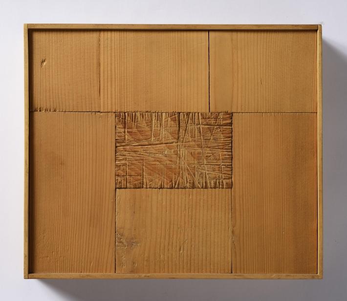 OTÁZKA / Marie Klimešová | Bez názvu, 1986, dřevo, železo, 21 x 24,6 x 4 cm, soukromá sbírka Hamburk, foto Oto Palán