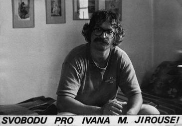2x Magor a sníh   Při pohledu na tuto pohlednici, kterou vydala RR v osmdesátých letech, doplňuji: A NEVĚZNĚTE HO V KLIŠÉ! (V. K.)