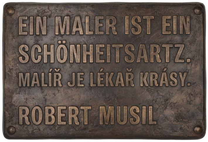 Moosbrugger, Přítomnost a Lékař krásy   Der Schönheitsartz / Lékař lásky, 2013, bronz, 40 x 58,5