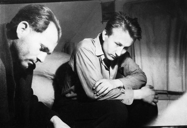 Zemřel Jaroslav Rotbauer | Bohumil Hrabal a J. R. v ateliéru na Proseku, 1952