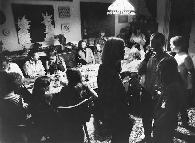 K osmdesátinám Dany Němcové | Obývací pokoj v Ječné 7, 80. léta, foto Jef Helmer