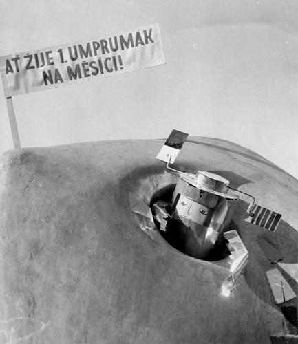 OTÁZKA / Michaela Režová   Autor neznámý, archiv ateliéru