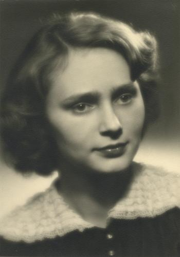 K osmdesátinám Dany Němcové   Dana Němcová, maturitní foto, 1952