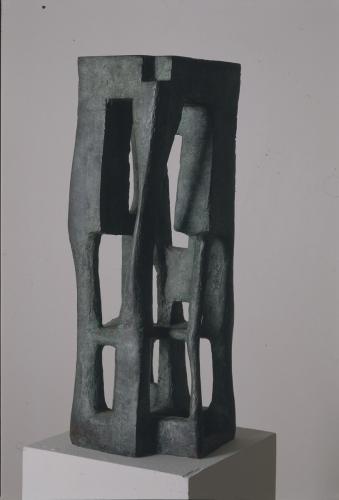 OTÁZKA / Marie Klimešová   Obydlí, 1958, bronz, 62 x 23 x 22 cm, soukromá sbírka Vídeň, foto Hana Hamplová