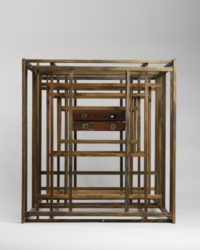 OTÁZKA / Marie Klimešová   Schránka bez názvu, nedatováno (80. léta 20. stol.), dřevo, 59,3 x 55,3 x 46,5 cm, soukromá sbírka Vídeň, foto Oto Palán