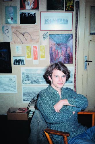 Dva rozhovory v letní Revolver Revue | Filip Topol ve svém pokoji U Lužického semináře 28, 1983–84, foto Viktor Karlík