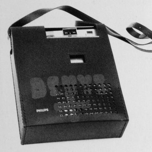 II. Ve sběrném dvoře   Joseph BeuysKonzert Mönchengladbach,1970Kassettenrecorder, gestempelt mit Ölfarbe21 x 16,8 x 6 cm