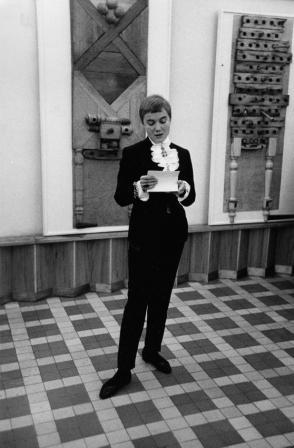 Každý máme svoje lobby | Při zahájení výstavy Libora Fáry Hrací stoly v Galerii na Karlově náměstí 1967 (foto Miloň Novotný)